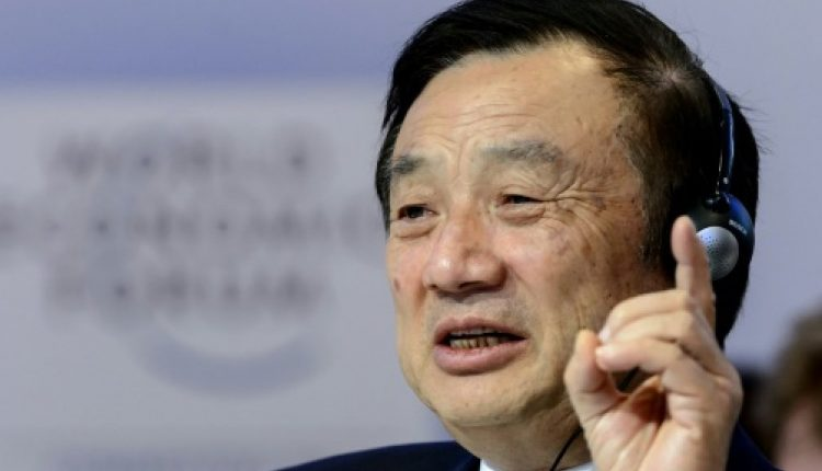 """مؤسس الشركة ورئيسها التنفيذي رن تشنغفي (يمين)، قال إن شركة هواوي تحتاج إلى """"الفوز في المعارك التكنولوجية والتجارية في المستقبل"""" (رويترز)"""