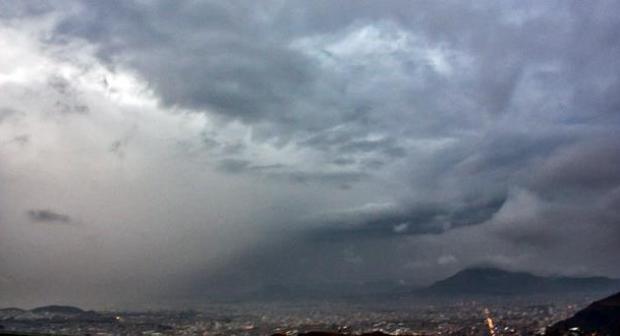 سحب غير مستقرة مصحوبة بأمطار