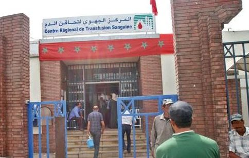 مواطنين مغاربة يتوافدون لمراكز تحاقن الدم