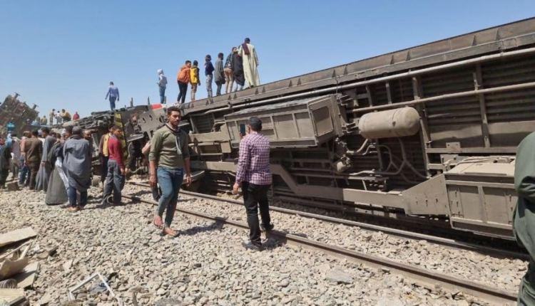 عشرات القتلى والجرحى في تصادم قطارين بمصر